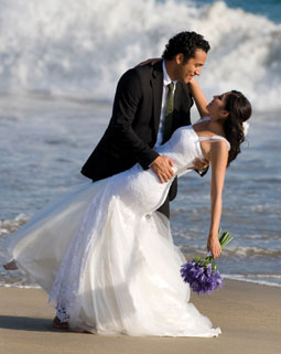 weddingcoupleonbeach
